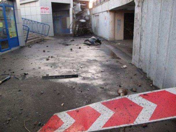 Ужасное ДТП в Киеве: автомобиль упал на людей