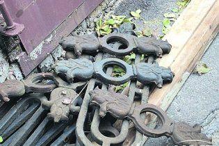 Голодні крадії нахабно демонтували центральну алею у Дніпрі