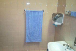 В туалете крымского парламента полотенца пришили к стене - чтобы не украли