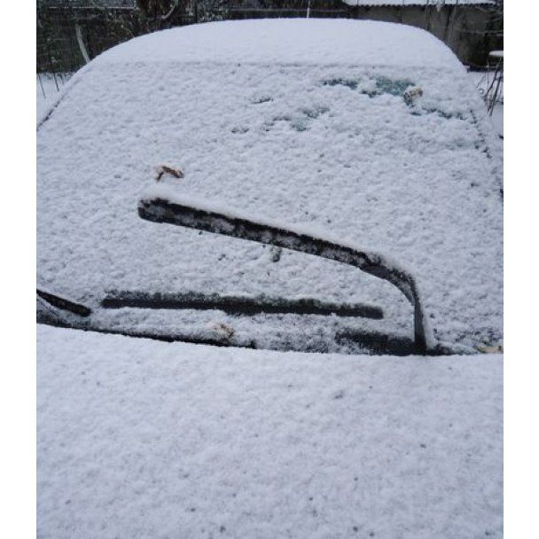 Донецьк засипало першим снігом, водії у паніці