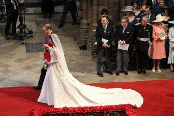 Автор весільної сукні Кейт Міддлтон отримала звання дизайнера року