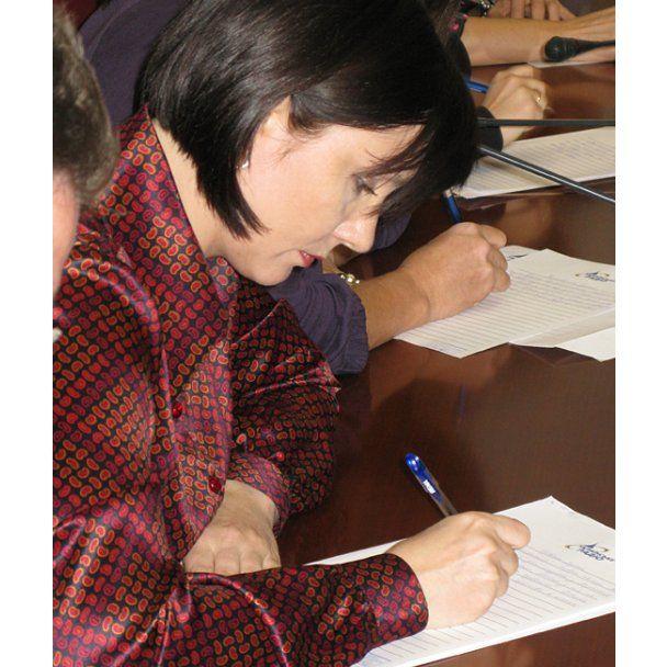 Регіонал гірше за інших політиків написав диктант з української