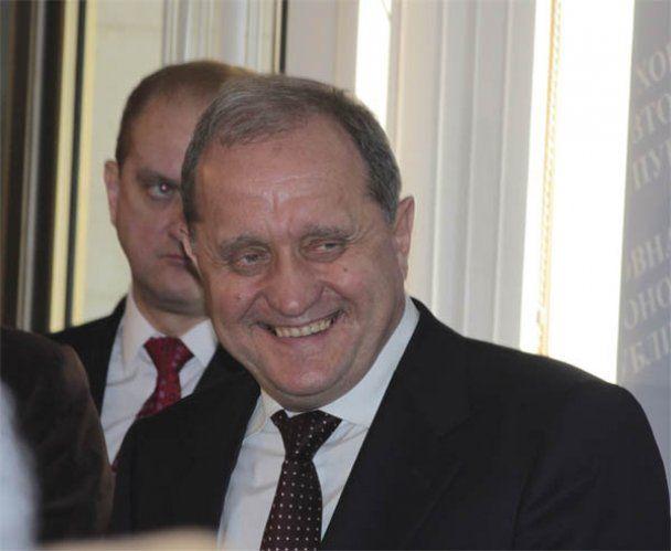 В Криму зустрічали Могильова у діамантових запонках