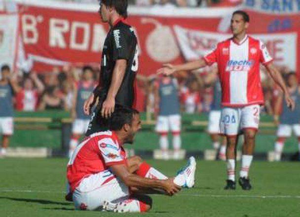 Аргентинському футболісту зламали ногу під час матчу (відео)