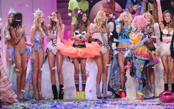 Ангелы Victoria's Secret показали феерическое шоу