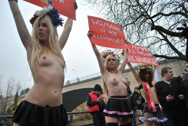 FEMEN в Цюрихе разделись перед сутенерами