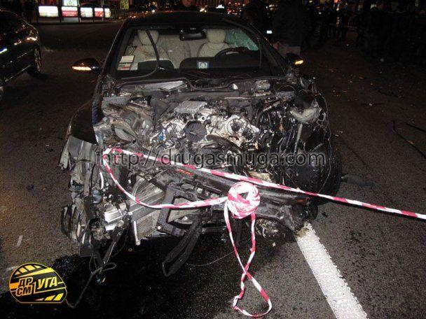 VIP-авария на Крещатике: сбитый гаишник и 10 побитых машин