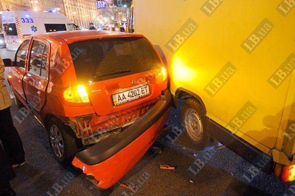 VIP-аварія на Хрещатику: збитий даїшник і 10 побитих машин