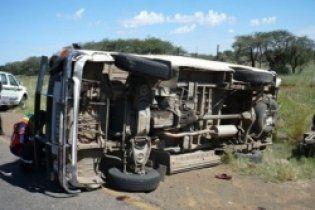 На Карибах автобус вез людей с похорон и упал со скалы: 13 погибших