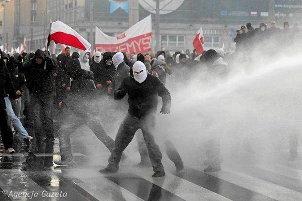 У Польщі День незалежності відзначили масовим побоїщем
