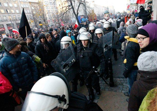 Масові заворушення у Варшаві: більше 200 людей заарештовані