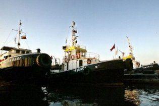 На захопленому турецькому судні закінчується пальне