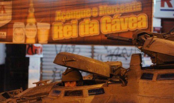 Поліція Ріо-де-Жанейро на БТРах і вертольотах відвоювала у наркомафії район