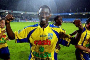 Футболіст помер під час матчу через зупинку серця