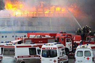 У Москві палаючий теплохід перетворився на купу металу