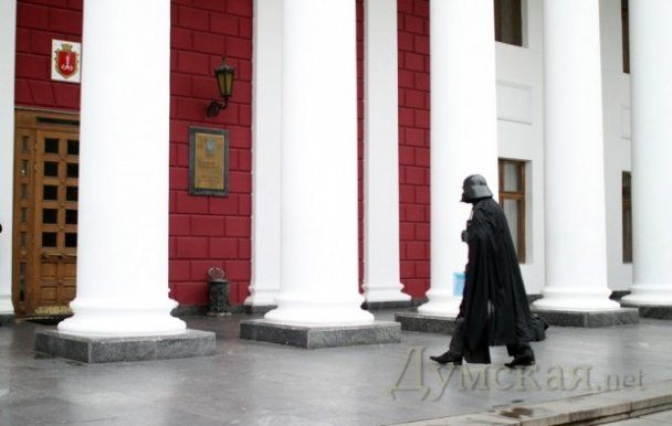 В Одеську мерію за землею прийшов Дарт Вейдер