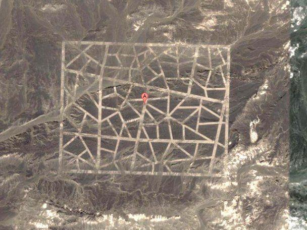 Загадочные гигантские сооружения в китайской пустыне Гоби