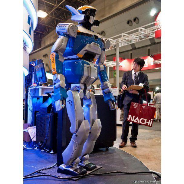 У Токіо показали андроїдів, роботів-пацієнтів та роботів-казкарів