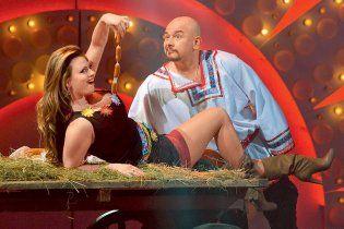Горячая Анна Семенович устроила эротический танец с сосисками