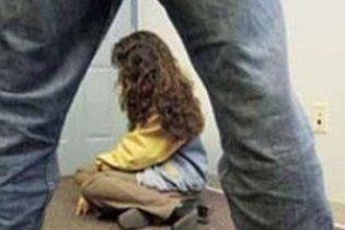 В Днепре 12-летняя девочка родила от бабушкиного дальнобойщика