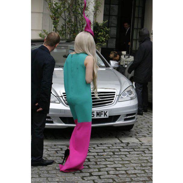 Lady Gaga нацепила на голову сперматозоид