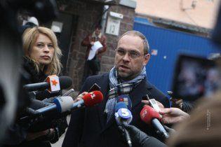 """Следователи 4 часа """"пытали"""" лежачую Тимошенко своими вопросами"""