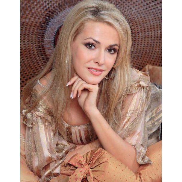 Гламурная блондинка получила кучу твердых членов