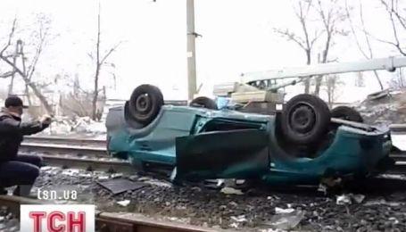 В Горловке машина упала с моста на железнодорожные пути
