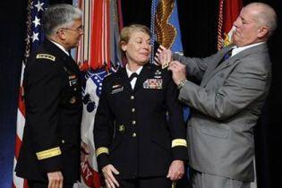 В США жінка вперше стала генералом