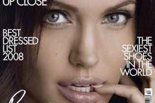Сексуальна Джолі прикрасила обкладинку журналу