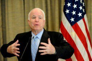 Маккейн назвал позором отказ Обамы предоставить оружие Украине