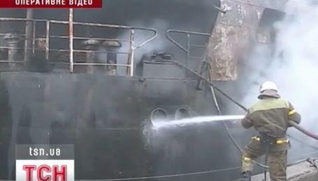 На Херсонском причале речного порта горело судно
