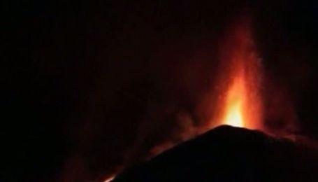 Сицилійський вулкан Етна протягом кількох годин вибухав