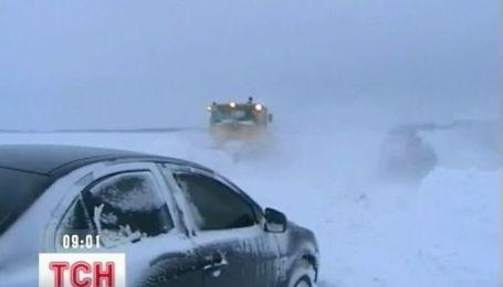 В Украине из-за непогоды 70 населенных пунктов остались без электричества