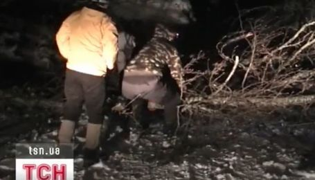 Двое туристов чуть не замерзли в крымских горах