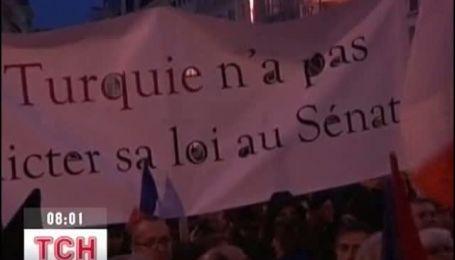 """Франция приняла закон о """"геноциде армян"""""""
