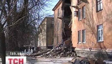В Макеевке сегодня утром обрушилась стена жилой трехэтажки