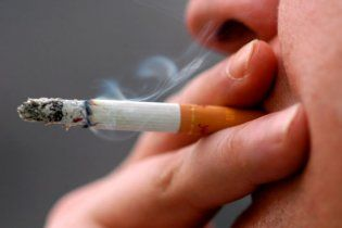 """Курців хочуть """"відучити"""" від сигарет за допомогою вакцини"""