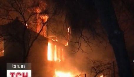 На Луганщине за час полностью сгорел целый дом, двое погибших