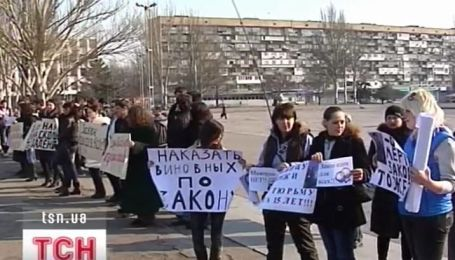 В Запорожье люди требуют наказать бизнесмена, который посреди улицы расстрелял двух парней