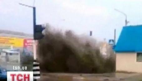 Трехметровый фонтан нечистот забил сегодня в Луганске