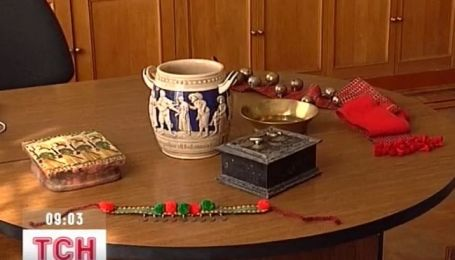 Кримське СБУ передало Центральному музею Тавриди старовинні цінності, вилучені у контрабандиста