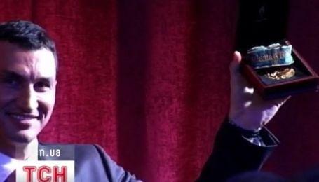 Миллион долларов выложил неизвестный богач за олимпийское золото Кличко