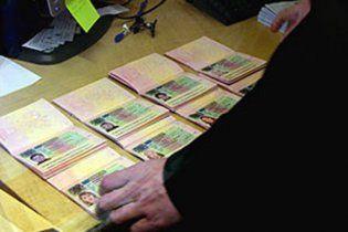 Украинцам перестали выдавать загранпаспорта
