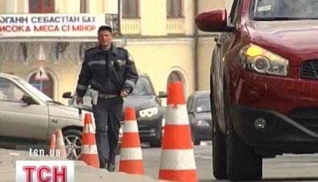 Центральну вулицю країни звільнили від автомобілів