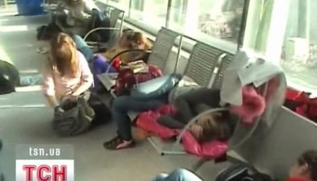Львовские дети стали заложниками варшавского аэропорта