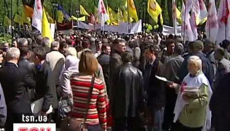 Представники Чорнобильських організацій мітингують під будівлею Верховної ради