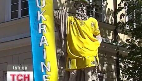 Античные боги готовы к Евро-2012