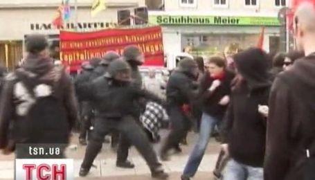 В Германии мирные демонстрации переросли в массовые столкновения с милицией
