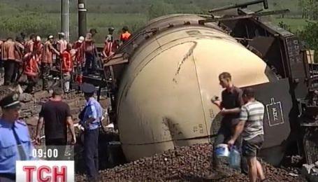 Всего 2 вагона осталось убрать на месте аварии поезда на Львовщине